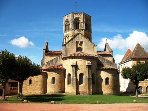 semure en brionnais in Burgundy historic villages self guided walking holiday